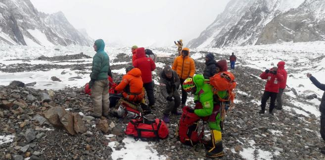 Przygotowania do wylotu ekipy ratunkowej z bazy pod K2.