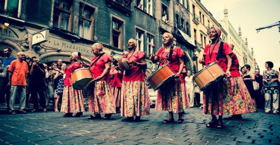 Brave Festival: Meninas De Sinha Wroclaw