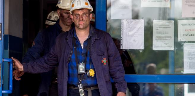 Ratownicy przed kopalnią Borynia-Zofiówka-Jastrzębie.