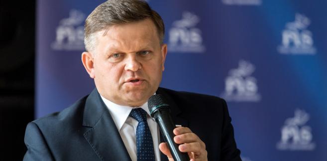 Wiceminister obrony narodowej Wojciech Skurkiewicz podczas spotkania z mieszkańcami w Gminnym Ośrodku Kultury w Bądkowie.