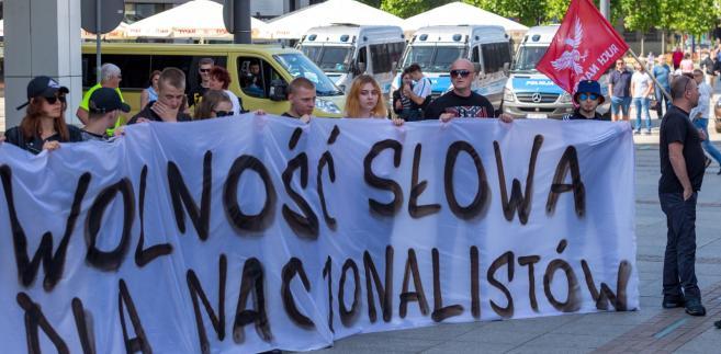 Manifestacja członków Młodzieży Wszechpolskiej i Obozu Narodowo-Radykalnego w Katowicach