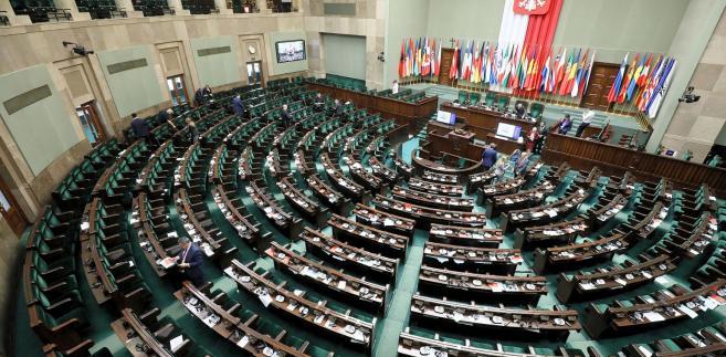 Oba poselskie projekty nowelizacji kodeksu pracy wpłynęły już do Sejmu.