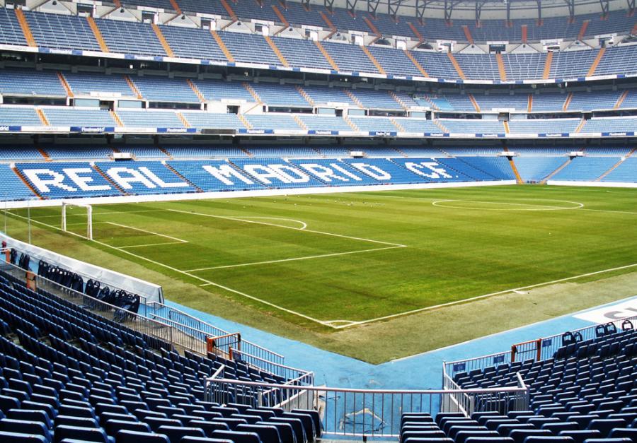Stadion piłkarski Estadio Santiago Bernabeu, należący do madryckiego klubu Real Madryt. Fot. Shutterstock