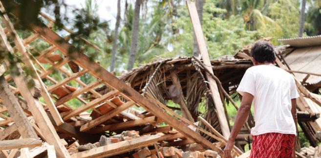 Rzecznik agencji Sutopo Purwo Nugroho poinformował także, że zaginionych jest 57 osób, a blisko 12 tysięcy straciło dach nad głową.