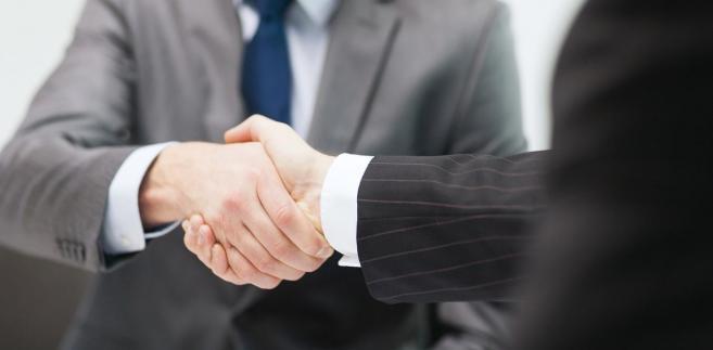 Bez względu na to, jakie narzędzia employer brandingowe zdecyduje się wdrożyć dział HR i na jaki rodzaj rekrutacji postawi pracodawca, każde takie działanie powinno być nie tylko dopasowane do profilu biznesowego danej firmy, ale przede wszystkim do potrzeb przedsiębiorstwa związanych np. z budowaniem silnego i zgranego zespołu.