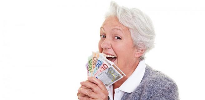 Mediana wynagrodzeń osób po pięćdziesiątym roku życia wyniosła 4 100 PLN brutto miesięcznie.